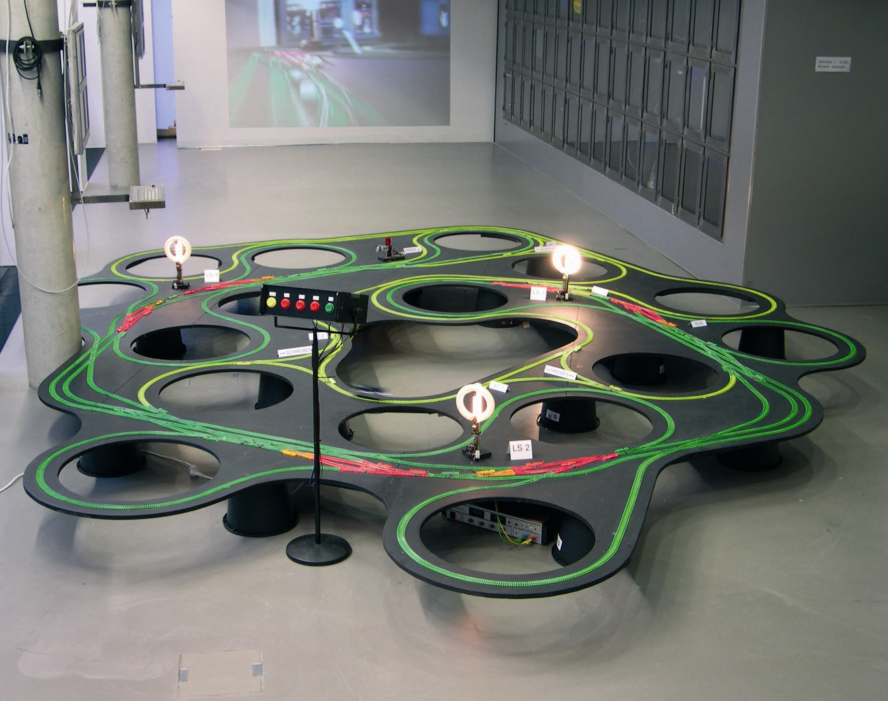 Severin Hofmann - David Moises: Turing Train Terminal, installáció, 2004